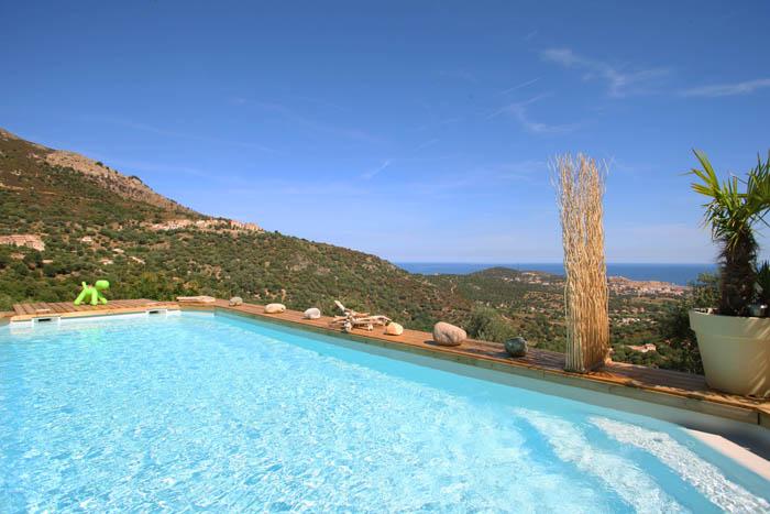 piscine domaine bagia donne