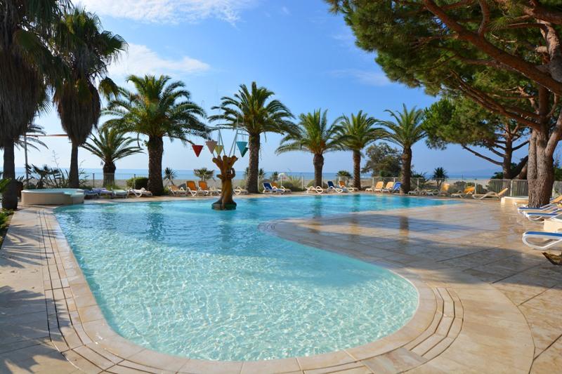 Village de vacances le village des isles la for Village vacances gers avec piscine